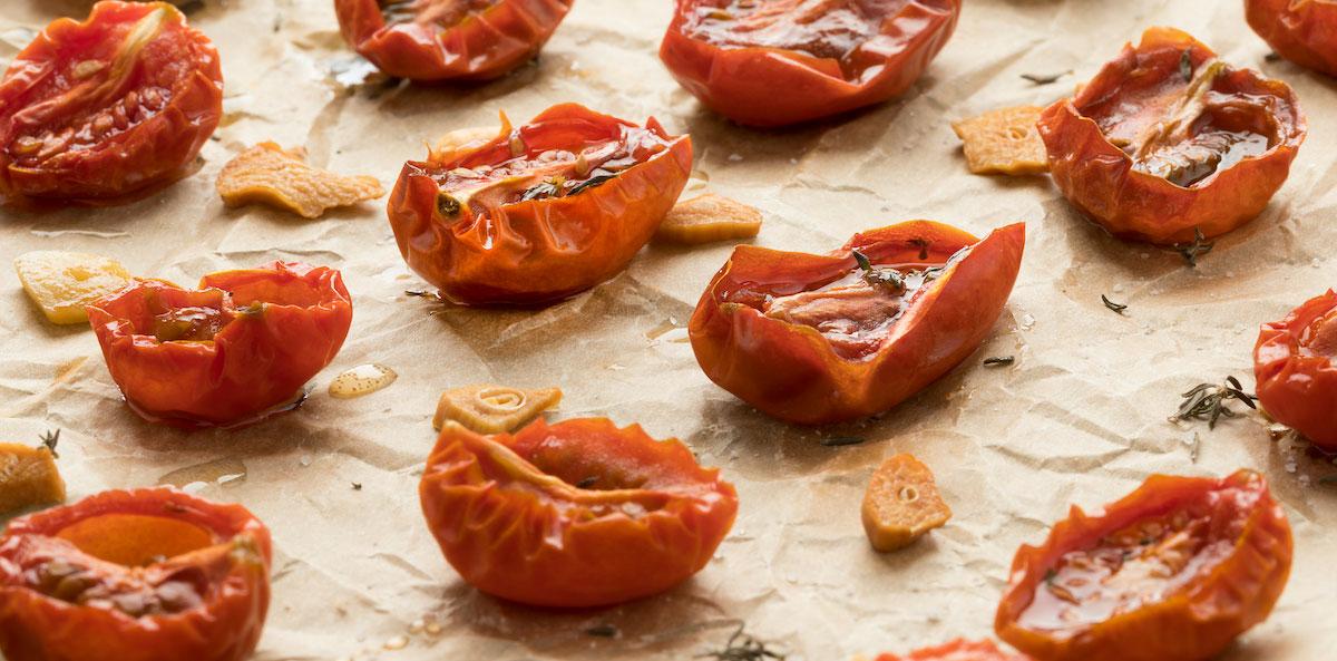 Tomaten und Knoblauch dörren